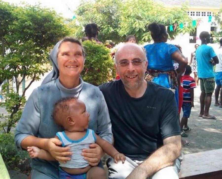 Frei Ventura e membro do Banco de Leite em São Tomé e Príncipe